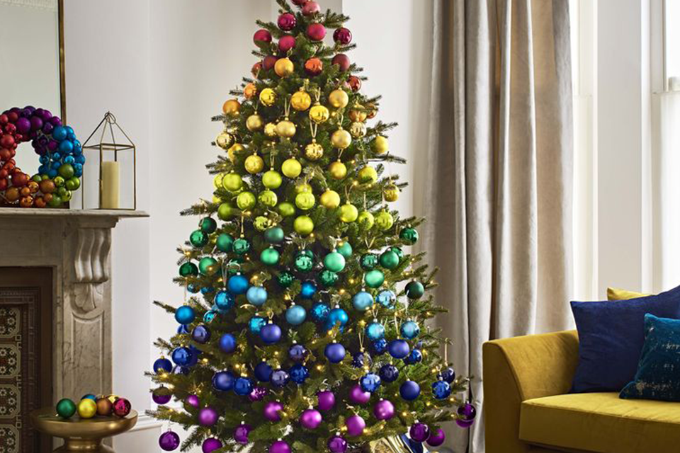 8 Awesome Christmas Tree Trends for 2019 feature